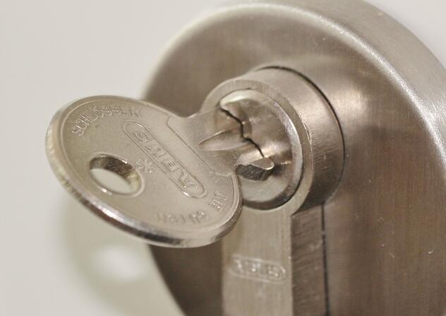 door-lock-407427_1280.jpg