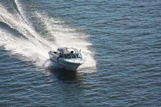 speedboat-271768_1280_1.jpg