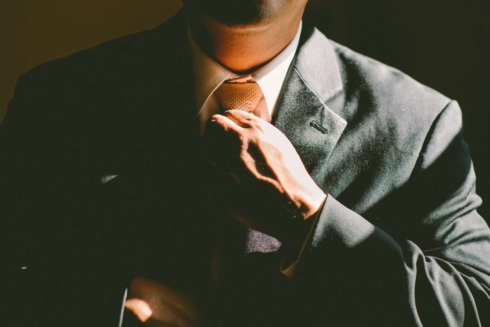 WHAT TO WEAR AND HOW TO BEHAVE IN COURT