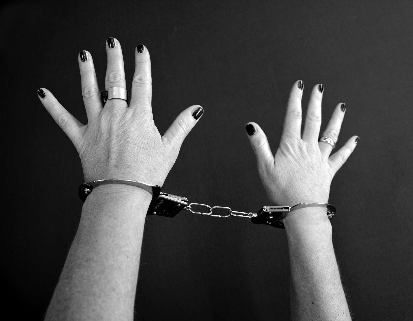 handcuffs-964722_1920